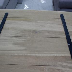 Dno z naturalnych drewnianych blatów