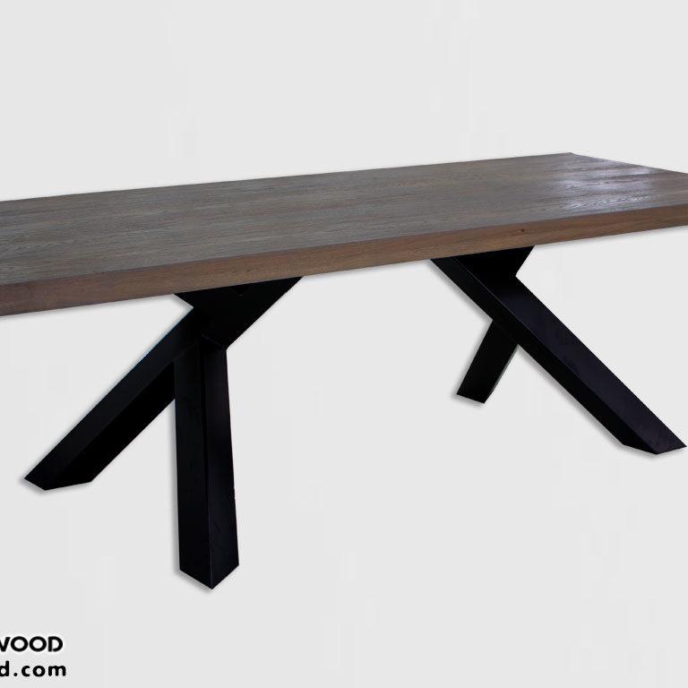 Regenerowany stół z drewna i metalu